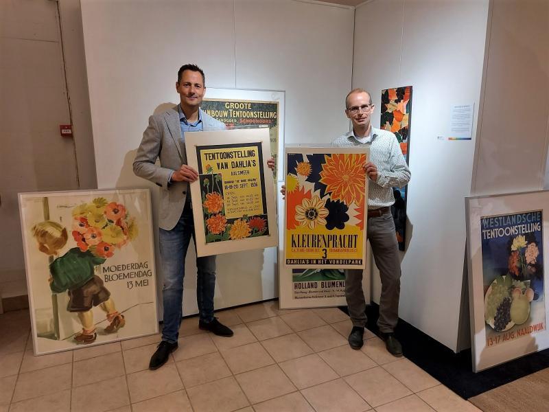 Bloemenbureua Holland doet bijzonder schenking aan Flower Art Musuem